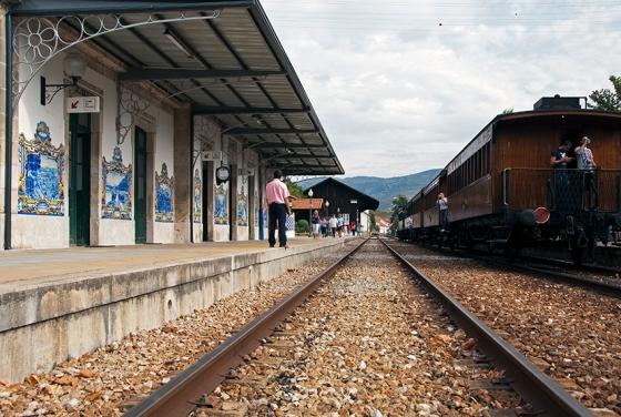 A estação de Pinhão tem 24 painéis de azulelejos que retratam diferentes fases da vindima no Douro
