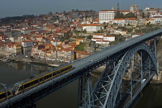 Inaugurada em 1886, a Ponte Luís I hoje é um dos símbolos da cidade do Porto