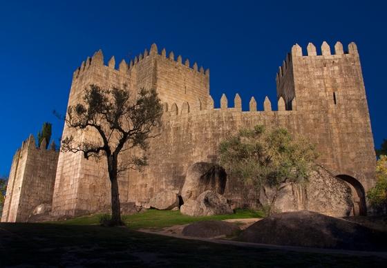O Castelo de Guimarães tem mais de mil anos e está ligado à origem da nação portuguesa