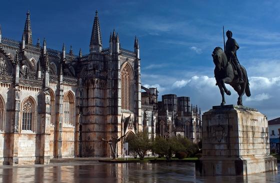 O Mosteiro da Batalha é considerado uma obra prima do estilo gótico tardio português