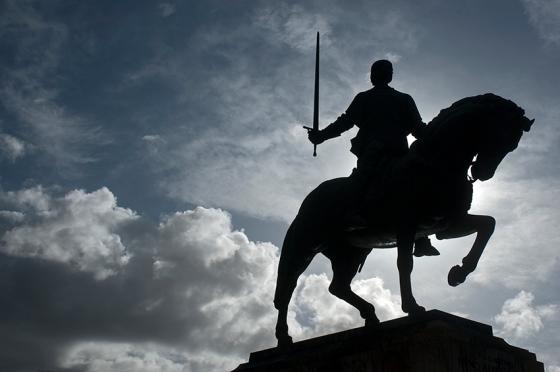 A estátua do comandante Nuno Álvares Pereira, que virou santo em 2009