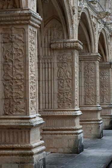 Nas arcadas do claustro do Mosteiro dos Jerónimos...