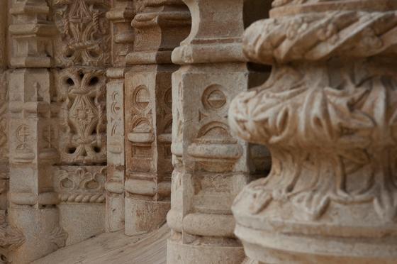 de símbolos religiosos, régios e naturalistas
