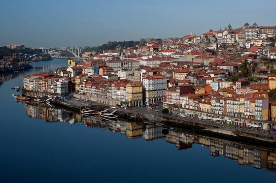 O Porto: Com um pouco de sorte, o vento para de soprar e o Douro vira esse espelho
