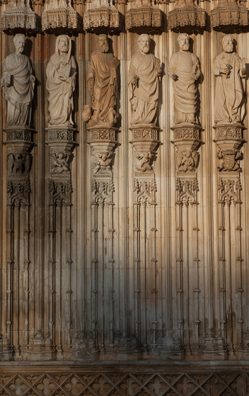 Apóstolos no pórtico de entrada do Mosteiro da Batalha