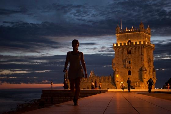 Fim de tarde, início da noite na Torre de Belém, em Lisboa: um lugar bem gostoso de frequentar nesse horário