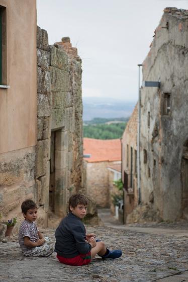 Deve ser incrível passar a infância numa aldeia como esta