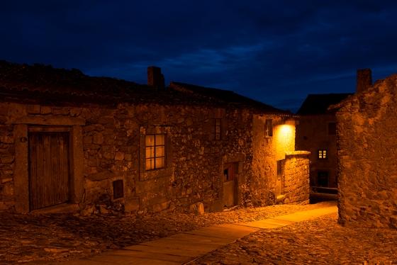 Cai a noite em Castelo Rodrigo