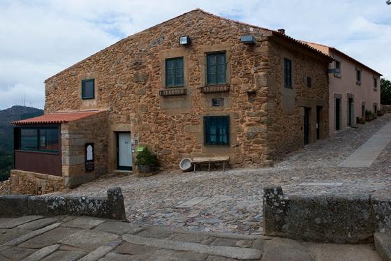 A guesthouse Casa da Cisterna, que fica bem em frente à igueja Matriz de Castelo Rodrigo