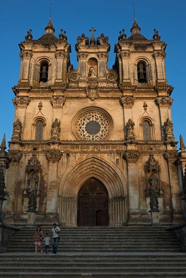 O portal: um dos poucos traços preservados da fachada gótica