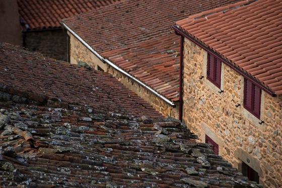 Paredes de pedra e telhados de barro: o traçado medieval da vila foi preservado