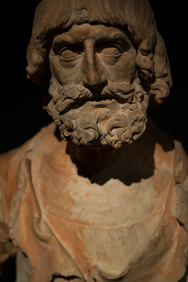 Um dos apóstolos não identificados: vivacidade e dramatismo