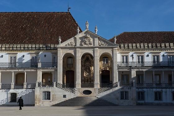 A Via Latina, na fachada principal da Universidade de Coimbra: construída durante o reinado de D. João V (1706-50)