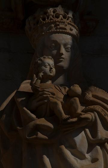 Pormenor do extraordinário portal sul da igreja manuelina