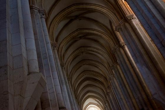 A nave principal do Mosteiro de Alcobaça: simetria para ninguém botar defeito