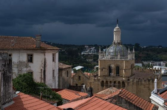 A Sé Velha de Coimbra vista do Museu de Machado de Castro: no coração da área histórica