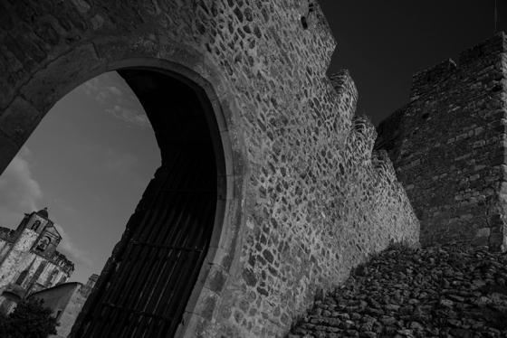 A muralha do castelo templário: fundado em 1160 pelo grão-mestre Gualdim Pais