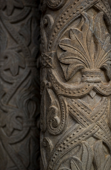 Detalhe do portal de entrada: motivos românicos com influência árabe