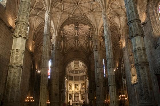 Nave central da Igreja de Santa Maria de Belém, Mosteiro dos Jerónimos: dimensões que intimidam