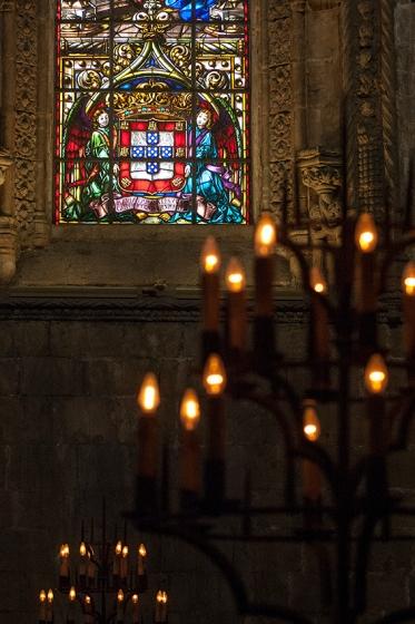 Janelão com vitral de Abel Manta: intervenção modernista