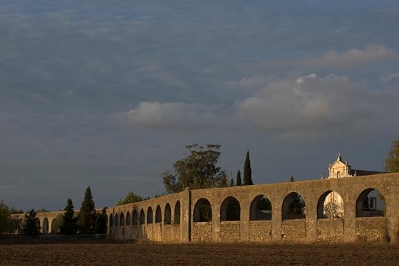 Aqueduto da Água de Prata e Mosteiro da Cartuxa