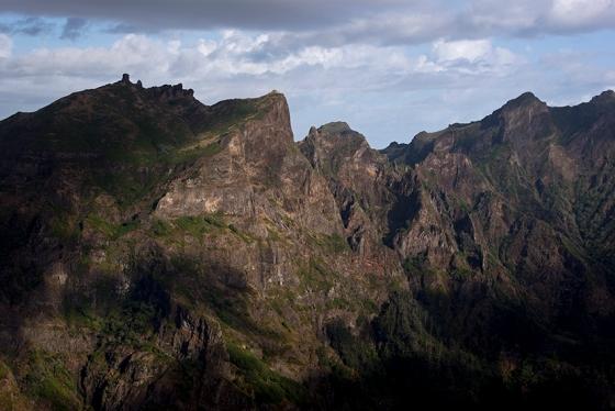 O maciço central da Madeira visto do Miradouro do Paredão