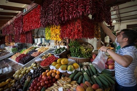 Mercado dos Lavradores, especialmente animado às sexta-feiras