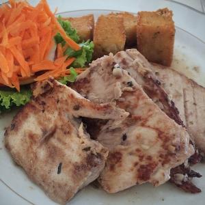 Bifes de atum com milho frito, uma especialidade madeirense