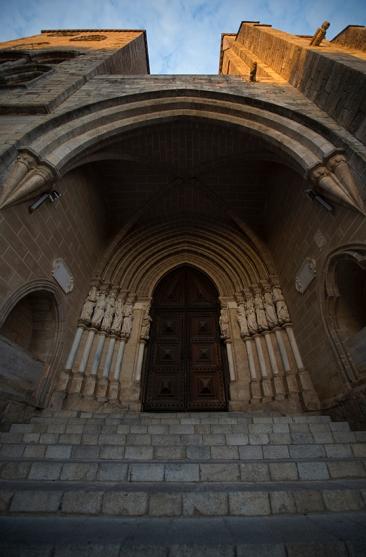 Sé Catedral de Évora precisamente às 19h04: espetáculo bonito de ver