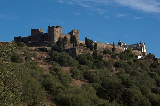 Visual que se tem na chegada a Monsaraz: uma das mais belas vila do Alentejo
