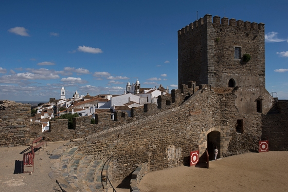A surpreendente praça de touros de Monsaraz: uma adaptação da muralha do castelo feita no século 19