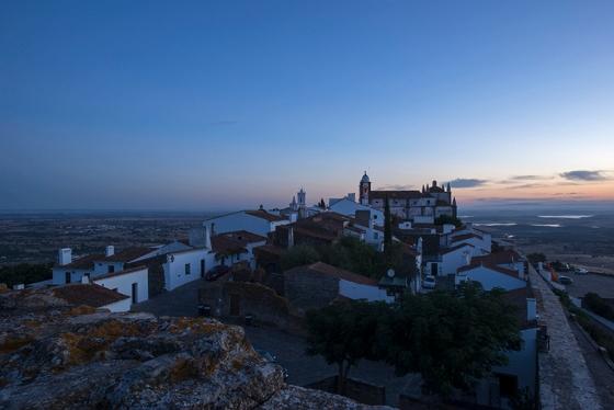 Dia começando em Monsaraz: foto clicada do alto do castelo