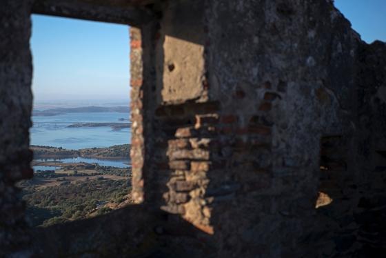 O Alqueva visto do castelo: formado por uma barragem no Rio Guadiana