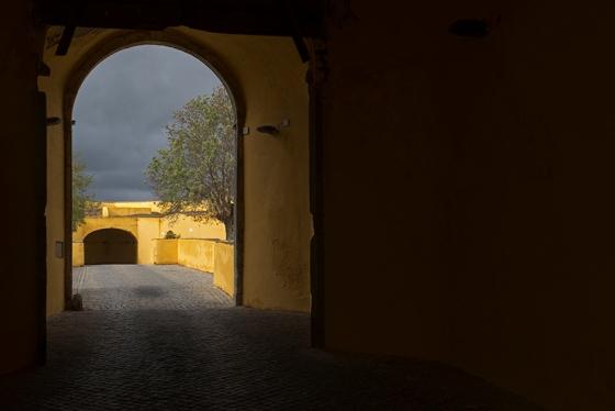 Porta de Esquina, no centro histórico amuralhado da cidade