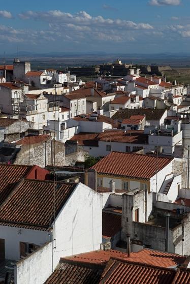 O visual que se tem do alto da Torre Fernandinha, com o Forte de Santa Luzia lá no fundo