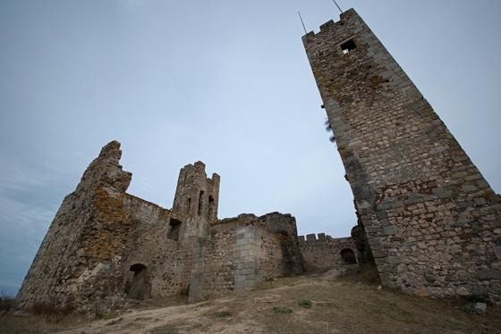 A torre de menagem e o pouco que restou da casa nobre do castelo