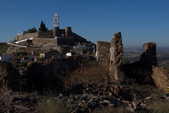 A pequena vila de Monsaraz, cujos habitantes não chegam a 800
