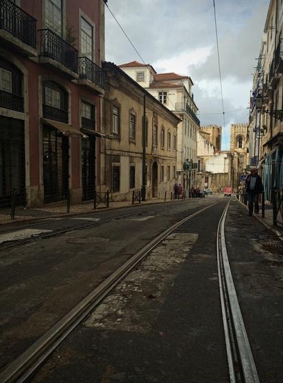 Rua Augusto Rosa, entre a Sé de Lisboa e o castelo