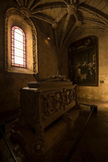 O túmulo de Camões, num momento raro de ausência de visitantes em volta dele