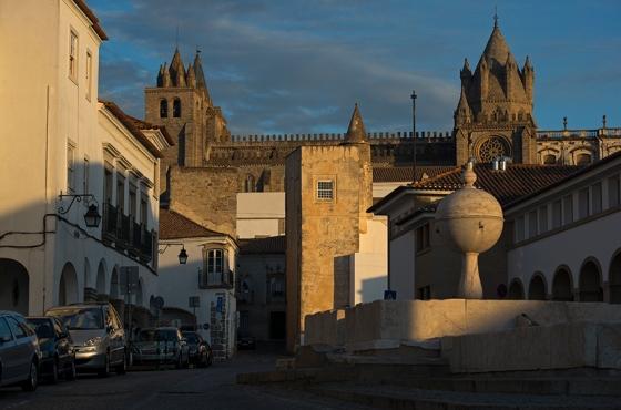 O Largo da Porta de Moura e sua fonte renascentista do século 16