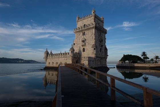 A Torre de Belém pouco antes de ser aberta aos visitantes, em uma bela manhã de outono
