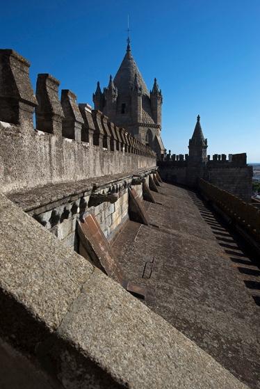 O zimbório da Catedral de Évora visto da escadaria que conduz ao terraço
