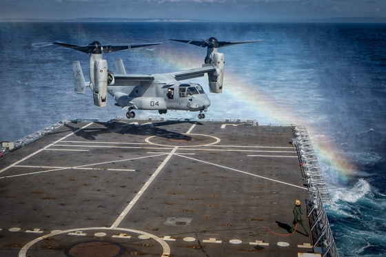 Pouso de um MV-22 Osprey durante os exercício militares da Trident Juncture 2015