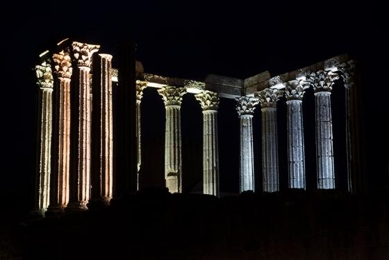 Vista geral pelo lado sul do monumento, já com noite avançada