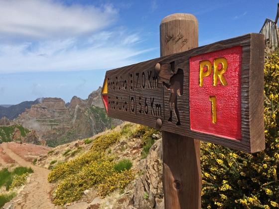 O início da trilha, no Miradouro do Pico do Areeiro