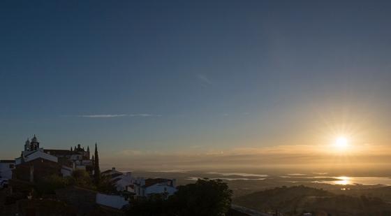 6h57: sol nascendo, do alto do castelo de Monsaraz