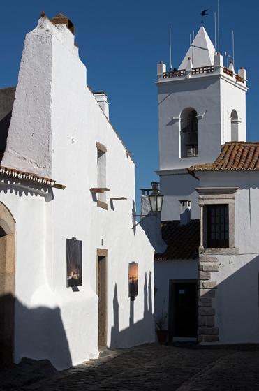 9h42: mais uma da Rua Direita, bem perto da Porta da Vila
