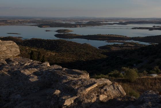 17h22: o Lago de Alqueva visto do Castelo de Monsaraz, finzinho da tarde