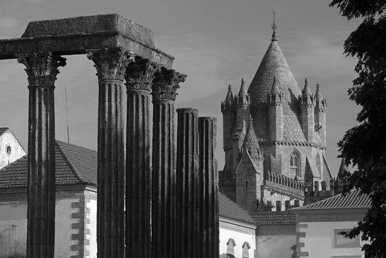 O Templo Romano e a Sé Catedral de Évora