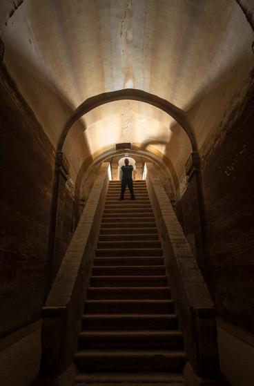 Os 26 degraus que levam ao fundo do reservatório da cisterna mulitar, um dos lugares mais fascinantes de Elvas